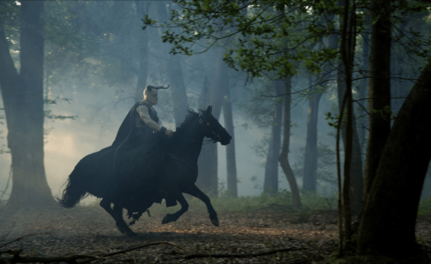 Luke Smith as Moloch galloping in Sleepy Hollow 201
